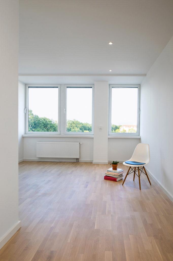 Interieur Fotografie einer leeren Immobilie nur mit Stuhl