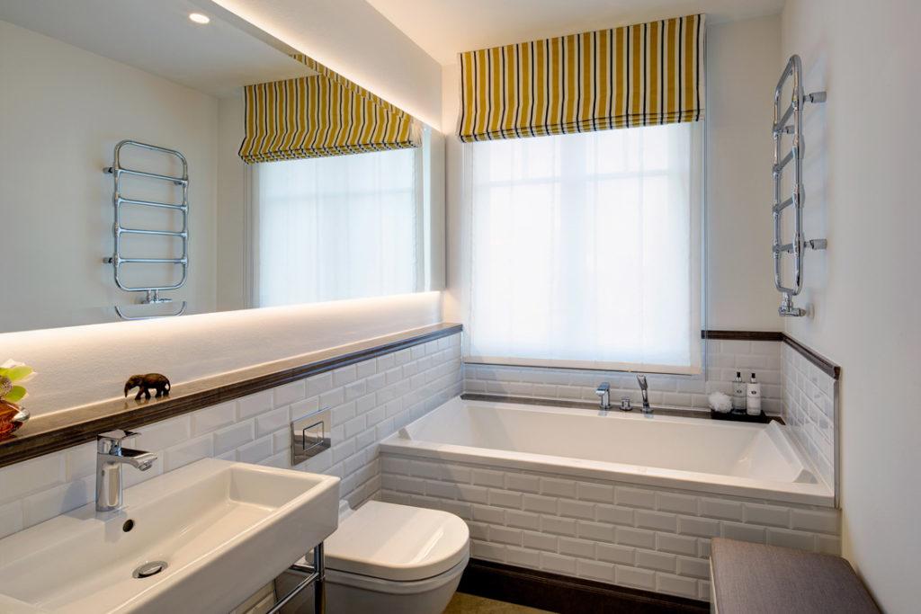 Badezimmer Interieur mit stimmungsvoller Beleuchtung