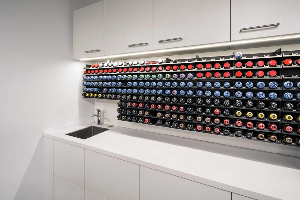 Tresen in Friseur Salon fotografiert von Interieur Fotografin Sandra Kuehnapfel