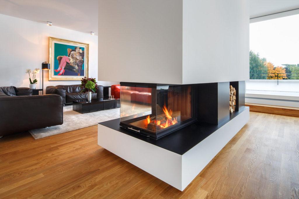 Interieurfotografie von Wohnzimmer mit Kamin