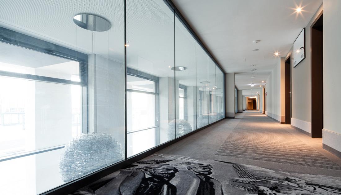 Hotelflur mit außergewöhnlichem Teppichboden Interiorfotografie