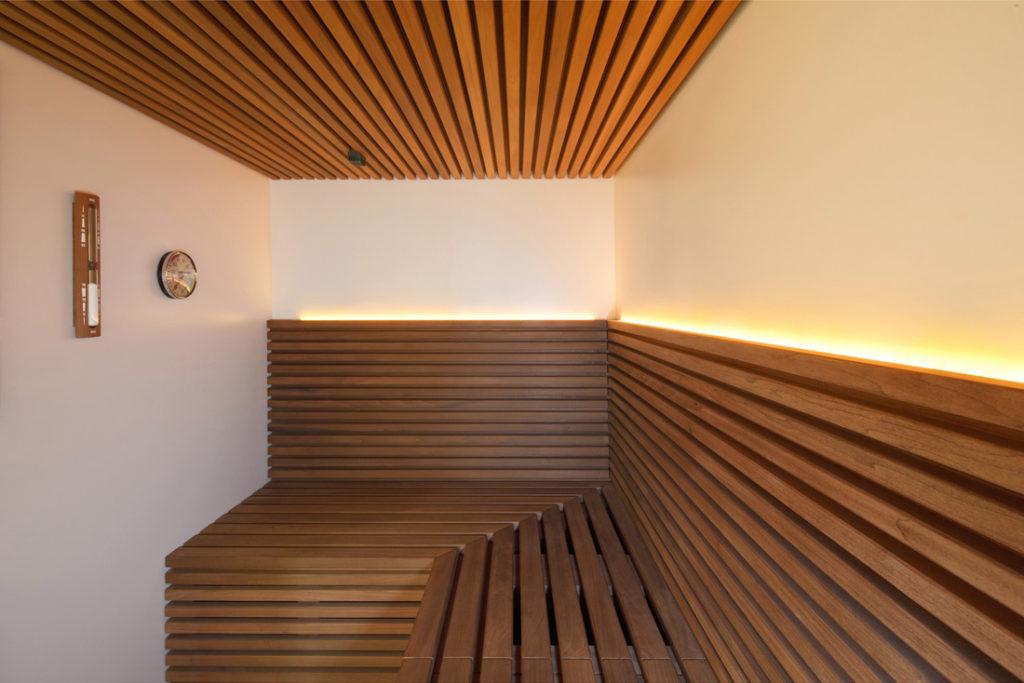 Interieurfoto stimmungsvoll beleuchtete Sauna