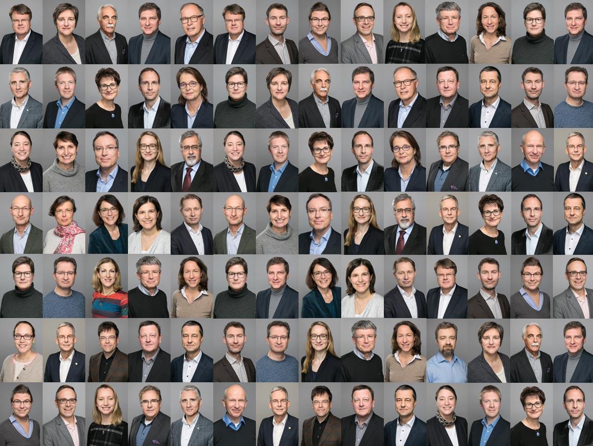 Mitarbeiterfotos vor grauem Hintergrund