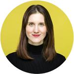 gutes Profilbild vor einem gelben Hintergrund